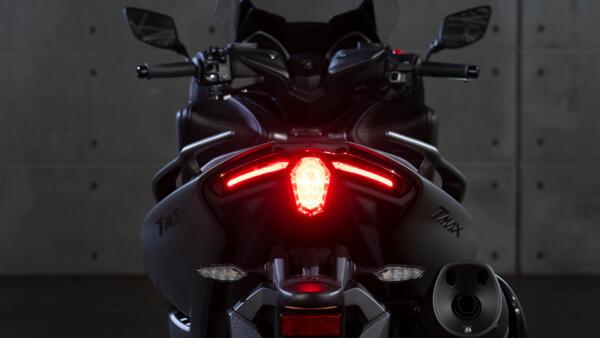TMAX Tech MAX motoroleris